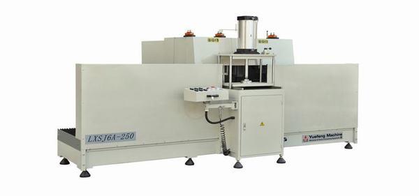 Máy phay đố đa năng CNC